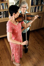 Lisa Levinson teaches Alexander Technique to a Violinist